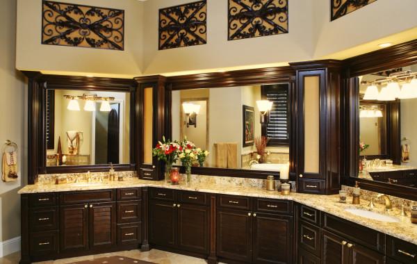 Elegant Colonial Cream Master Bath