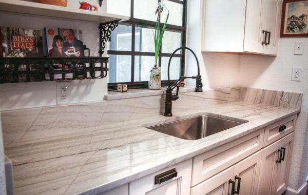 White Macabus Kitchen